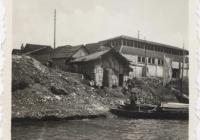Folyóparti falurészlet (1939/1940). (Jelzet: MNL OL K 103-7-Bognár Árpád.)
