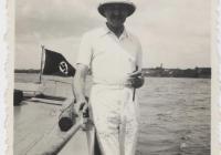 Dr. Szén József egy német felségjelzésű hajó fedélzetén (1939/1940).  (Jelzet: MNL OL K 103-7-Bognár Árpád.)